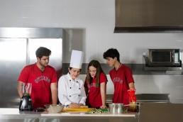 Estudiantes con chef
